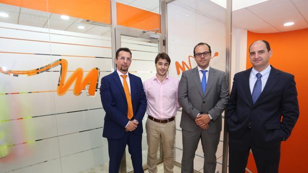 José Manuel Soria, a la izquierda, junto a socios y directivos de Ingemont - ABC